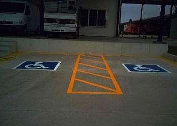 Pintura de faixas para estacionamento